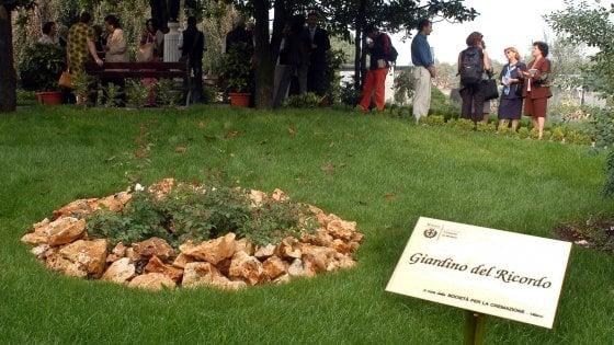 """Milano, il no della Chiesa a conservare le ceneri in casa: """"Soltanto nei cimiteri"""""""