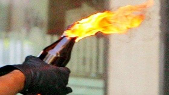 Migranti: lanciate molotov contro hotel che ospiterà profughi