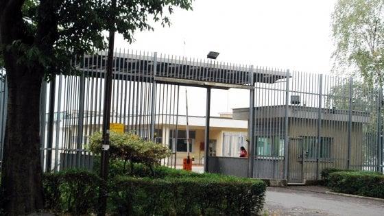 Bergamo, nel pacco per un detenuto due cellulari nascosti tra le brioches