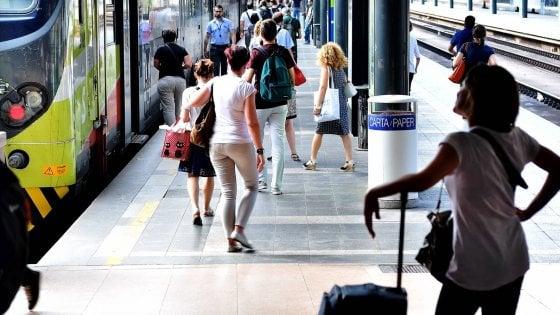 Lombardia, il giugno nero dei pendolari Trenord: treni vecchi e senza aria condizionata, soppresse 82 corse al giorno