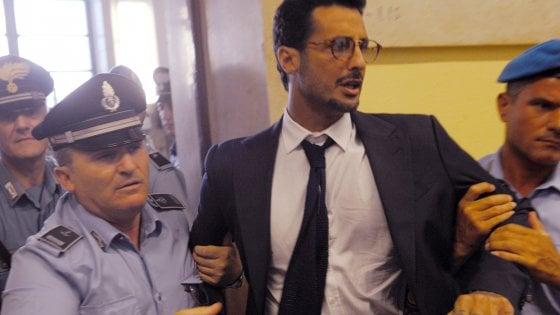 """Corona torna in aula a Milano, """"voglio uscire dal carcere"""". E chiede sblocco dei soldi per pagare le tasse"""