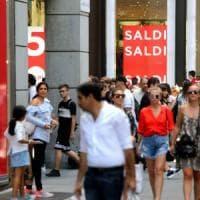 Milano, torna la notte dei saldi: negozi aperti fino a mezzanotte in Corso Buenos Aires