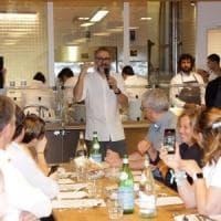 Milano, anche gli assistenti di sala con i grandi chef del Refettorio di Bottura: cercansi volontari