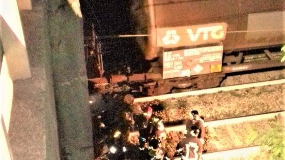 Cucciago. Auto precipita dal viadotto e finisce sulla ferrovia: 5 feriti