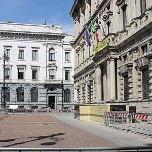 Milano, falso allarme bomba a Palazzo Marino: edificio sgomberato per controlli