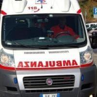 Mantova, lascia la figlia chiusa in auto con 36 gradi per andare a fare la spesa all'iper: rischia la denuncia
