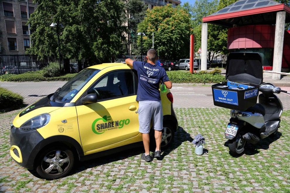Milano, l'app che ti lava la macchina: parcheggi, prenoti, paghi e parte il servizio
