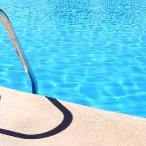 Pavia, bimbo 6 anni annega in piscina durante un banchetto di nozze