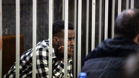 """Profughi, processo al torturatore: in aula a Milano il racconto shock. """"Ci teneva a testa in giù coi piedi legati con il fil di ferro"""""""