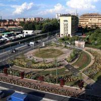 Milano, sul Naviglio Grande la nuova piazza Negrelli: verde, percorsi pedonali e area sosta