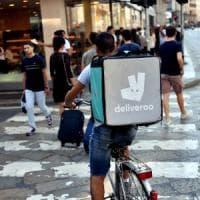 Deliveroo, sciopero dei rider con biciclettata di protesta: