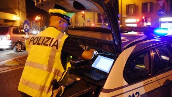 Sicurezza stradale, a Milano notte di controlli: 8 denunce e 11 patenti ritirate per guida in stato d'ebbrezza