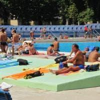 Il weekend di quelli che sono rimasti a Milano: in 10mila nelle piscine di Milanosport