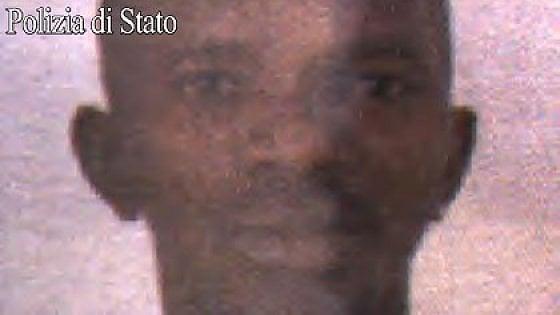 Milano, poliziotto accoltellato in Centrale: non è grave. L'aggressore è un 31enne della Guinea, arrestato