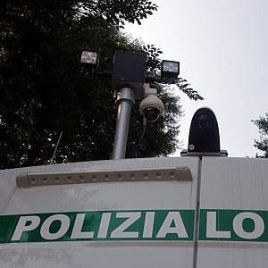 Corsico (Milano), auto provoca incidente stradale: la proprietaria ha 600 mezzi intestati