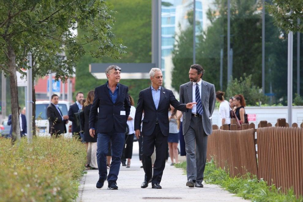 Milano, il sindaco di Chicago 'studia' il Bosco verticale di Stefano Boeri