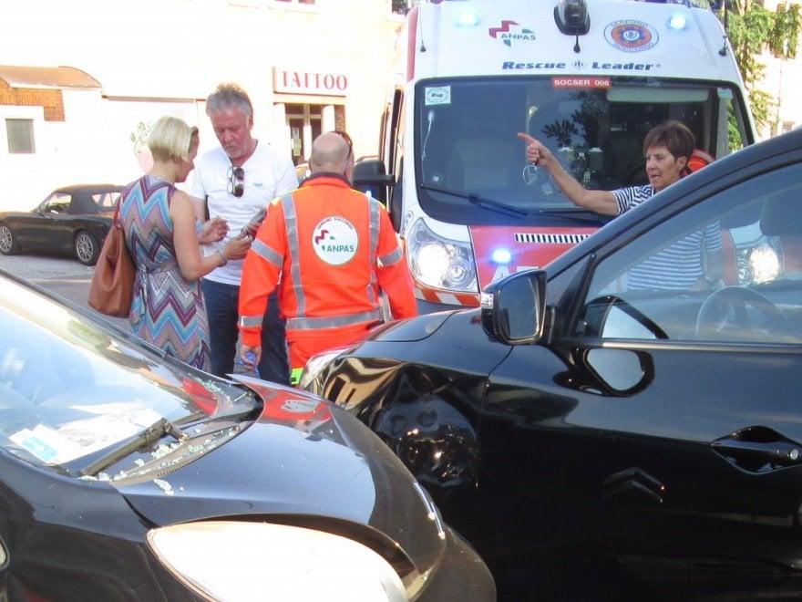 Paul Young sulla Panda a noleggio, incidente in Brianza: 'svista' sulla precedenza, e tappa al pronto soccorso