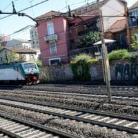 Sesto San Giovanni, writer travolto e ucciso dal treno dove un anno fa morì il giovane Slav