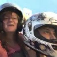 Mantova, perdono il controllo dello scooter e finiscono nel fosso: morte due 30enni