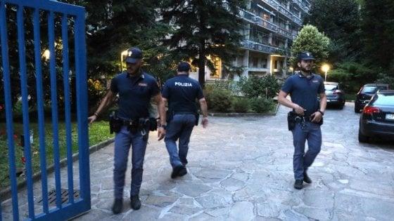 """""""Così impari"""", poi le coltellate: a Milano è caccia all'aggressore dell'avvocata, ma il nome è un rebus"""