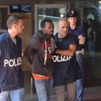 Poliziotto accoltellato in Centrale, gli avvocati stanno con il giudice: