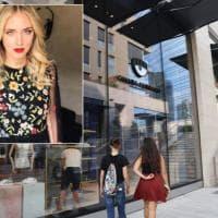 Chiara Ferragni apre il suo primo negozio a Milano: dall'e-commerce alle vetrine di corso...
