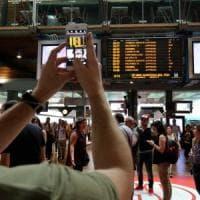 Controllore accoltellato, l'adesione allo sciopero è totale: linee bloccate in Lombardia