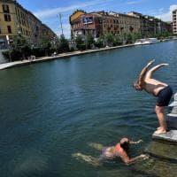 Milano, tuffo antiproibizionista dei consiglieri: l'azione bipartisan per la Darsena balneabile