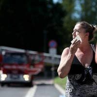 Milano, rogo nel deposito rifiuti: la paura dei residenti. I controlli dell'Arpa