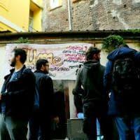 Milano, sgomberato il centro sociale LUMe: protestano gli studenti,