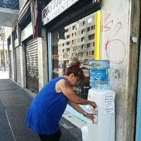 Milano, acqua fresca per gli assetati: il boccione dell'amicizia per ricordare