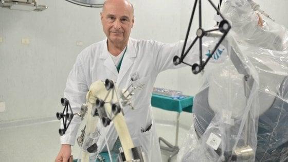 """Tangenti Sanità, chiusa l'inchiesta sul primario star delle protesi: """"Corruzione e lesioni"""""""