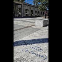 Milano, scritte naziste davanti al Memoriale della Shoah che accoglie i migranti