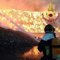 Incendio all'ex Alfa di Arese, rogo domato.