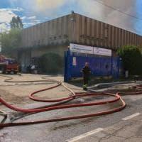 Milano, i dati dell'Arpa sull'incendio del deposito rifiuti: