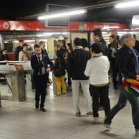 """Metrò Milano, arriva la stretta sui tornelli di Atm in altre 4 stazioni: """"Non daremo..."""