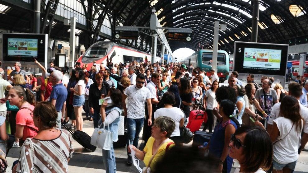 Estate, bye-bye Milano:  è ora di partire, cartoline dalla stazione Centrale