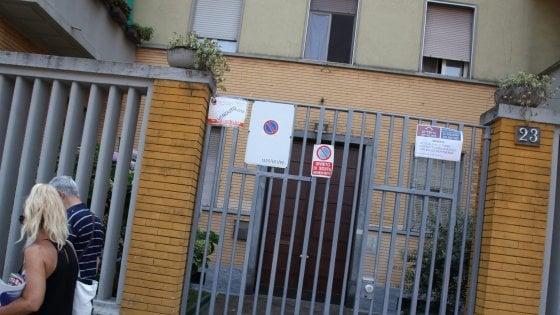 Milano, bimbo di 5 anni cade dalla finestra mentre gioca con il fratellino: è grave