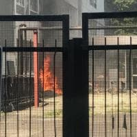Milano, incendio alla scuola di via Magreglio: fiamme nel cantiere della ristrutturazione
