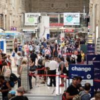 Milano, assalto ai treni delle vacanze: migliaia in partenza dalla Centrale