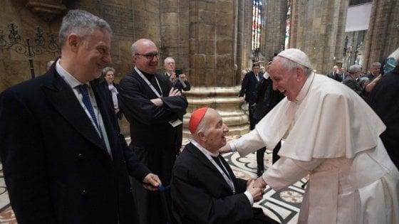 """Le ultime telefonate di papa Francesco a Dionigi Tettamanzi: """"Lo chiamava di sera per rincuorarlo"""""""
