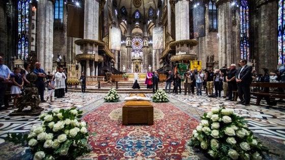 """Dionigi Tettamanzi, il saluto di Milano al suo arcivescovo in Duomo: """"E' stato un grande maestro per tutti"""""""