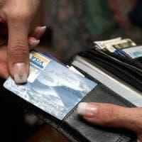 Vendevano i numeri delle carte credito: la guardia di finanza di Brescia sequestra 21 siti