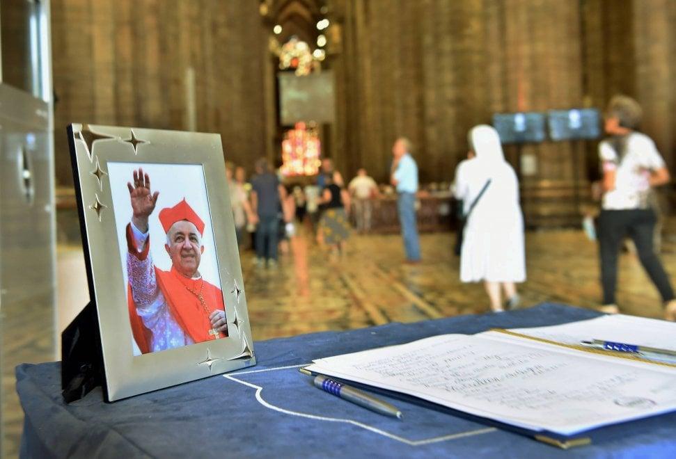 Milano, i funerali di Dionigi Tettamanzi in Duomo