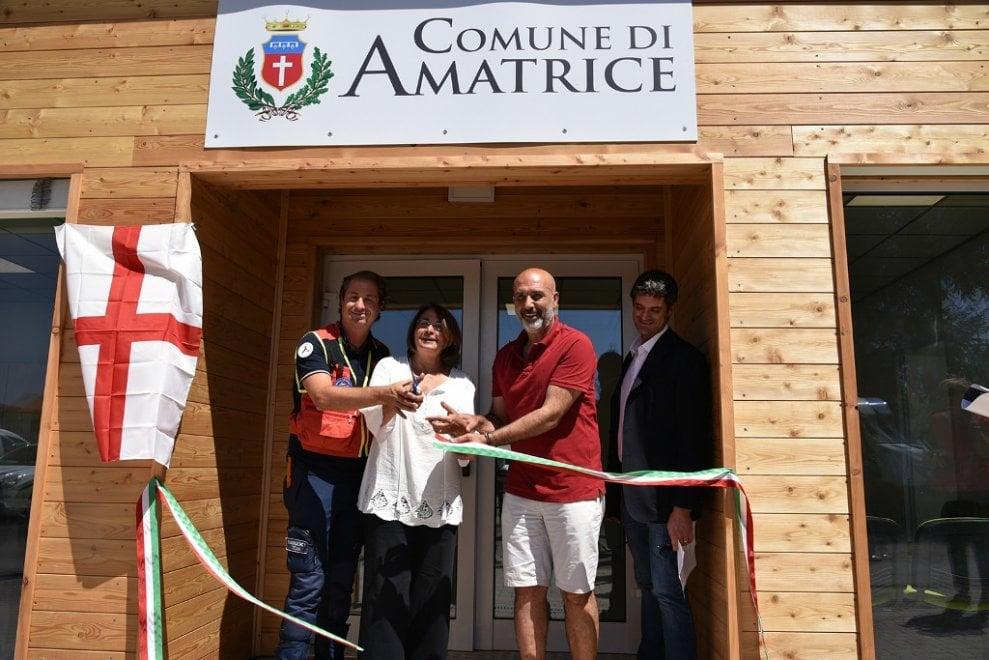 Inaugurata la nuova sede del Comune di Amatrice grazie alla generosità dei milanesi