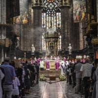 Milano, Duomo gremito per i funerali di Tettamanzi. Scola: