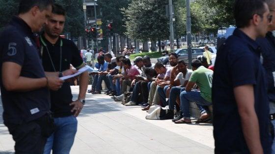 Sicurezza, nuovo blitz della polizia in stazione a Milano: è il quarto in tre mesi, 33 migranti in questura
