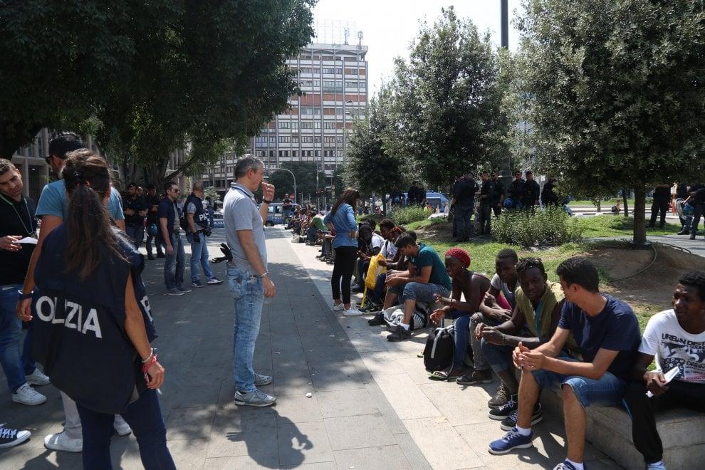 Milano, blitz della polizia in Centrale: è il quarto in tre mesi