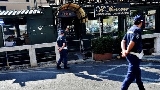 Milano, la battaglia dei barconi: il Comune blocca gli accessi ai locali sull'acqua