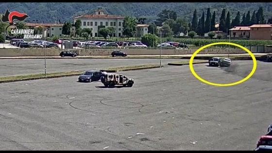 Bergamo, Far West tra famiglie rom: le telecamere riprendono l'assalto con i suv e la sparatoria